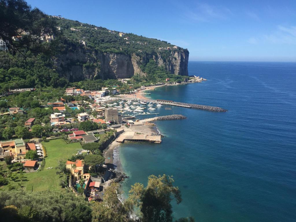 Hotel le axidie italia vico equense for Barba arredamenti vico equense