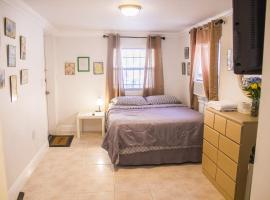 Studio private entrance & bathroom, Hollywood