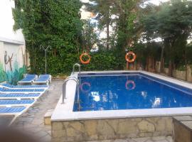 玛贝拉酒店, 罗萨斯
