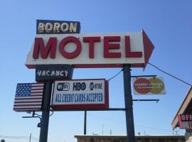 Boron Motel, Boron