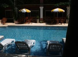 伊瓜苏阿夸提套房酒店