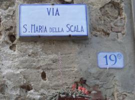 La Casa Di Dina, קאסטלמוזיו