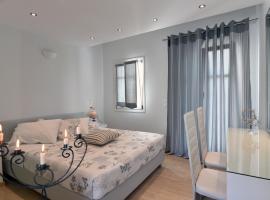 Alexandros Apartments, נאוסה
