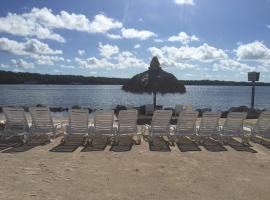 Gilbert's Resort, كي لارغو