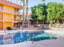 亚利桑那州立大学附近的坦培华美达酒店, 斯科茨