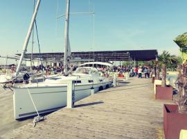 Daily Sail - Übernachten am Boot, ניוסדיל אם סי