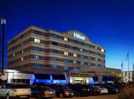 温尼伯机场希尔顿套房酒店