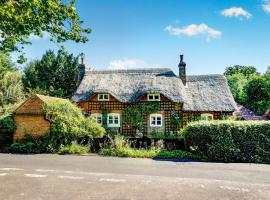 Luxurious Georgian Thatch Cottage, Tadley