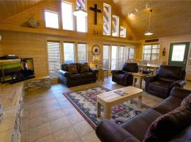 """Wine """"N"""" Pines Two-bedroom Holiday Home, Ruidoso"""