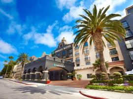 南洛杉矶国际机场希尔顿合博套房酒店