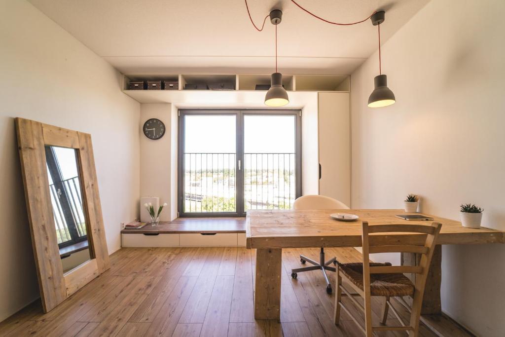 private studio in amsterdam private studio in amsterdam. Black Bedroom Furniture Sets. Home Design Ideas