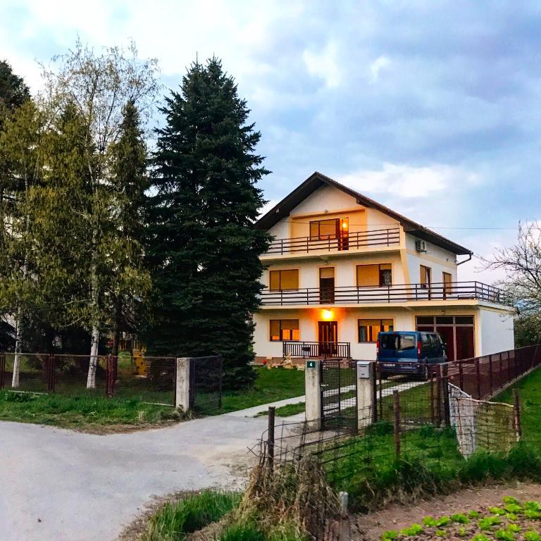 Dhabi Sweet Home, Доглоди, Босния и Герцеговина