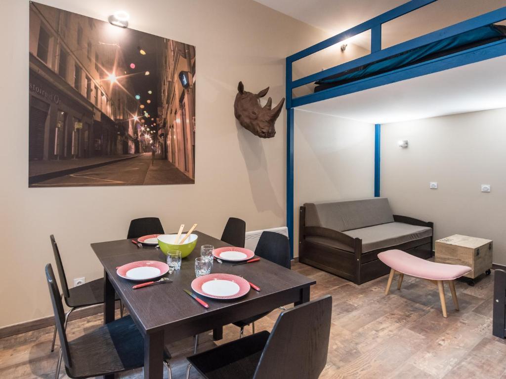 appartement r publique saint etienne city room appartement r publique saint. Black Bedroom Furniture Sets. Home Design Ideas