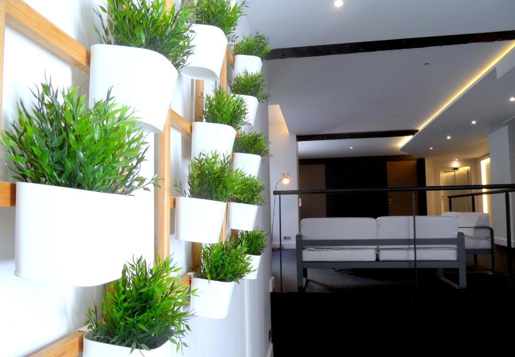 loft luxe hyper centre terrasse piscine salle de sport loft luxe hyper centre terrasse. Black Bedroom Furniture Sets. Home Design Ideas