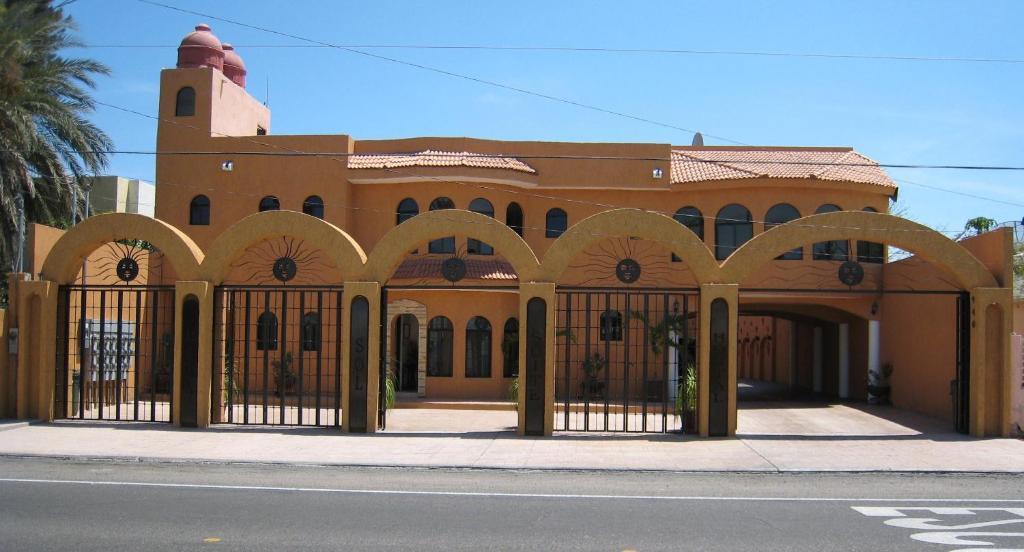 Апарт-отель Baja Sol Suites Hotel, Ла-Пас