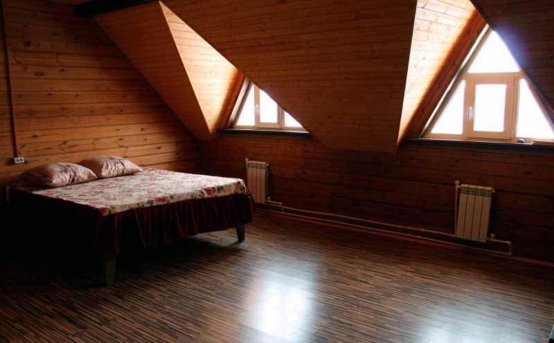 Двухместный (Двухместный номер с 1 двуспальной кроватью и дополнительной кроватью)