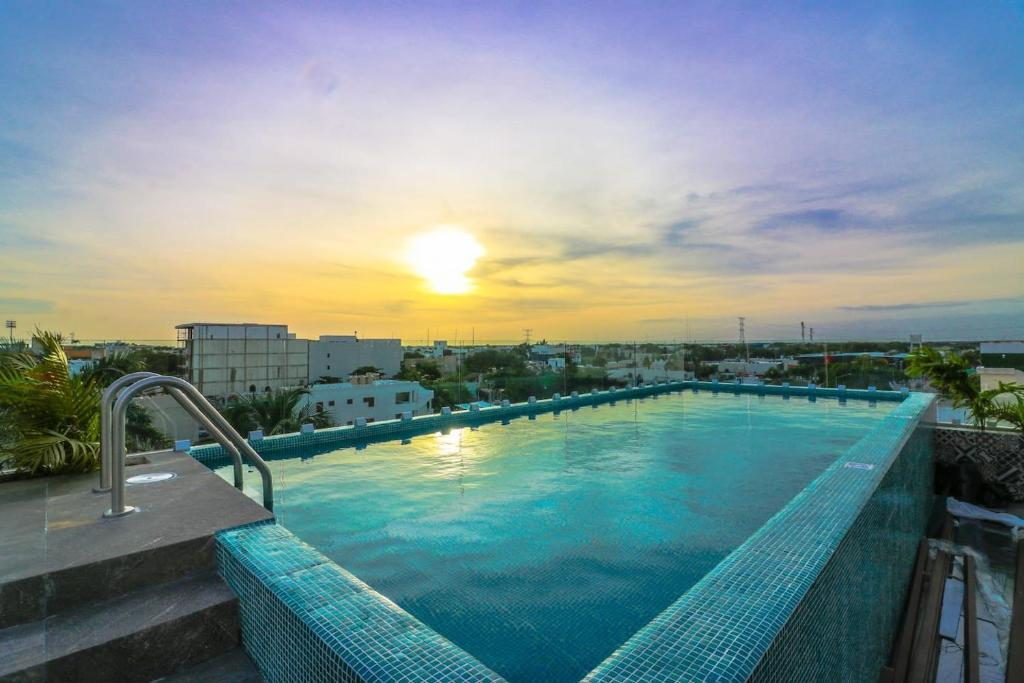 Апартаменты 204 Cozy 1BR Great Rooftop Pool/Bar Sleeps 4!, Плая-дель-Кармен
