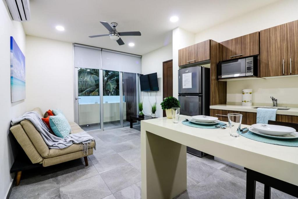 Апартаменты 202 Cozy 1BR Great Rooftop Pool/Bar Sleeps 4!, Плая-дель-Кармен
