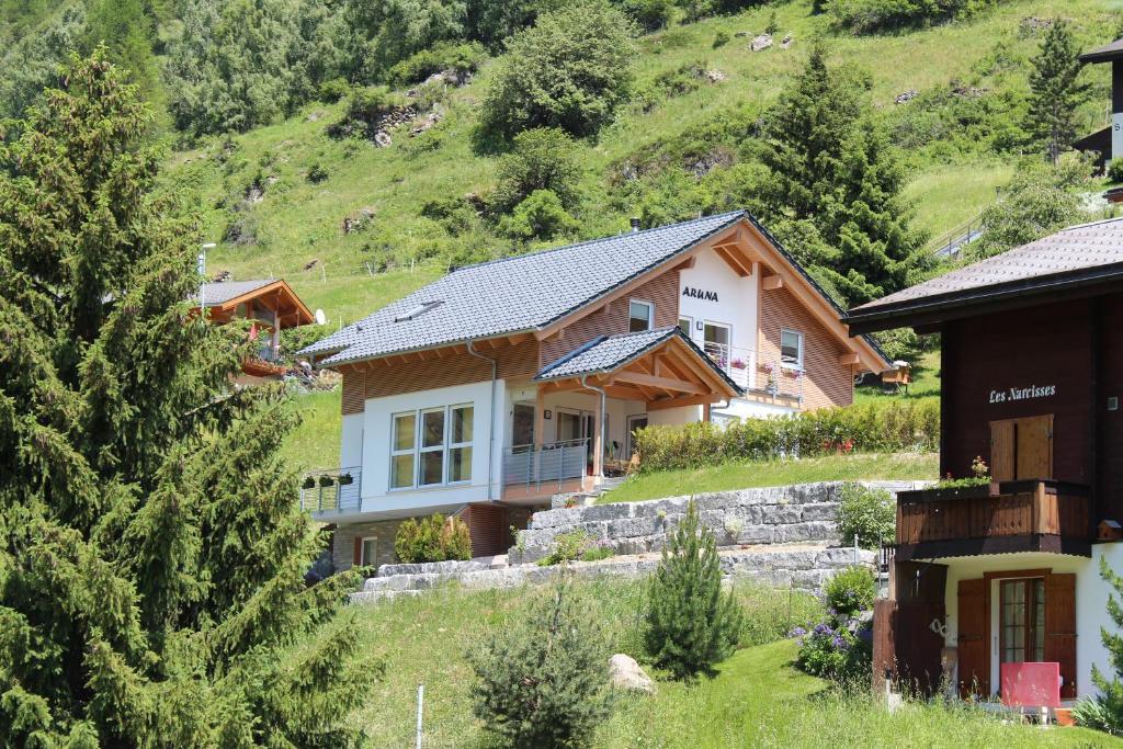 Haus Aruna, Теш, Швейцария