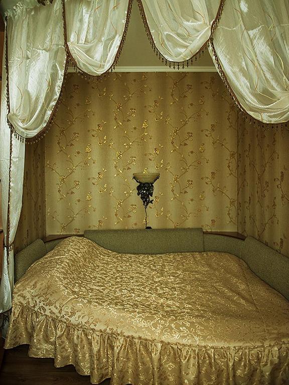 Гостиный двор Леон