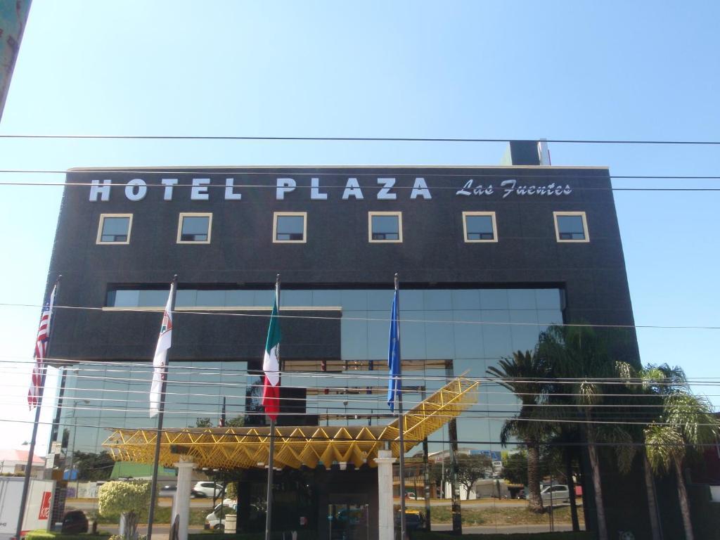 Отель Hotel Plaza Las Fuentes, Пуэбла