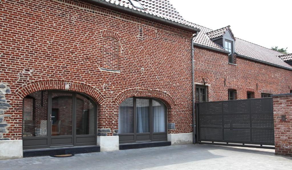 Au Moulin à Paroles, Турне, Бельгия