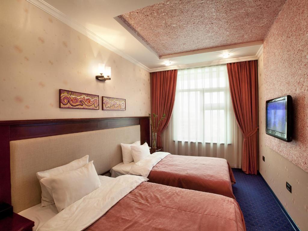 Отель Монолит Плаза