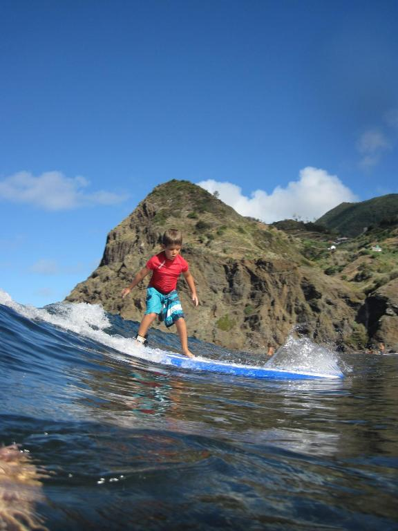 Madeira Surf Camp, Порту-да-Круш, Португалия