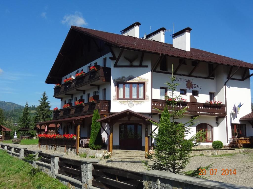 Отель Альпийский Двор, Славское, Украина