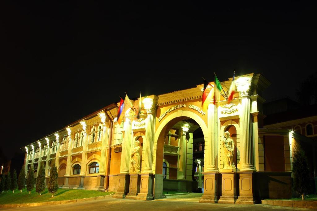 Отель Roma & Tours