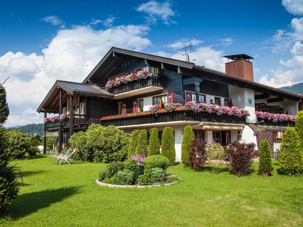 Ferienwohnung allg uer landhaus deutschland fischen im for Teichreinigung mit fischen