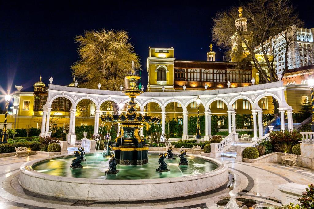 Отель Premier Old Gates