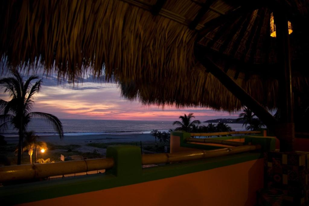 Zicatela suites puerto escondido mexico for 100 beauty salon escondido