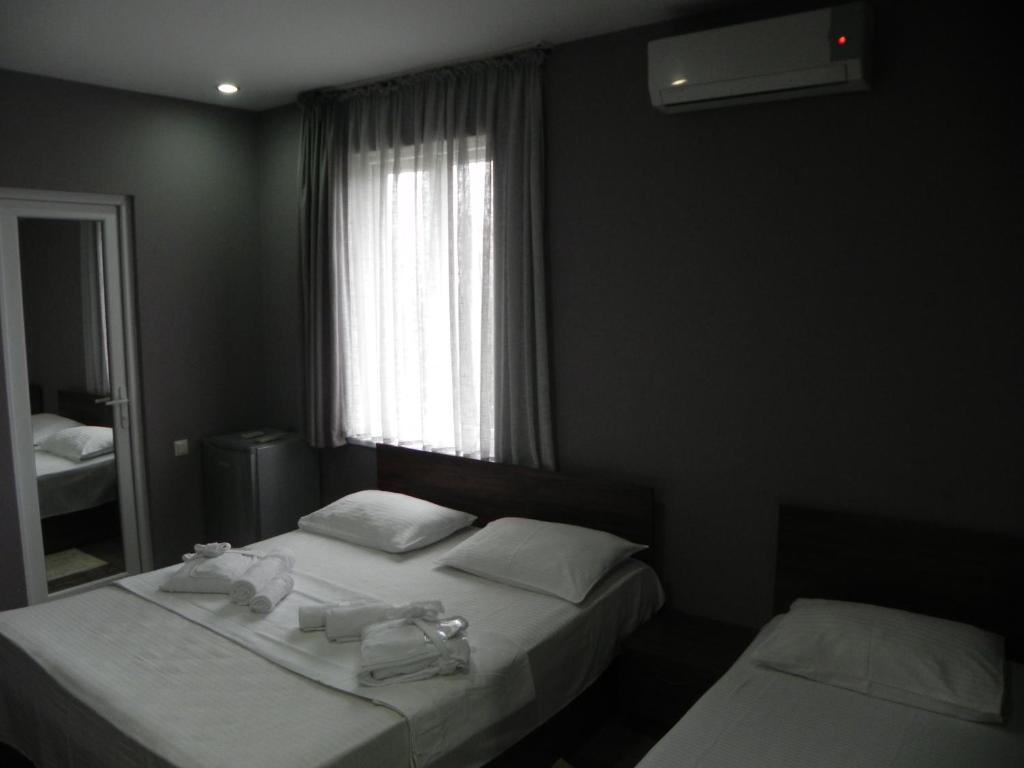 Отель Leon