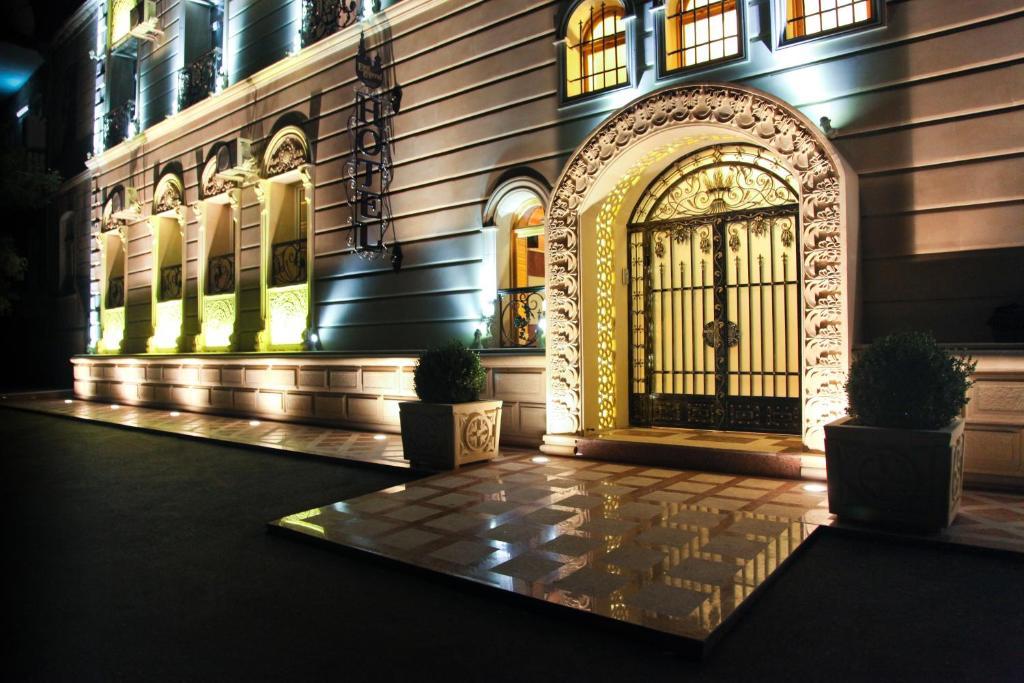 Отель Ист Ледженд Панорама