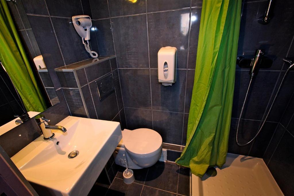 Plug Inn Montmartre Hostel