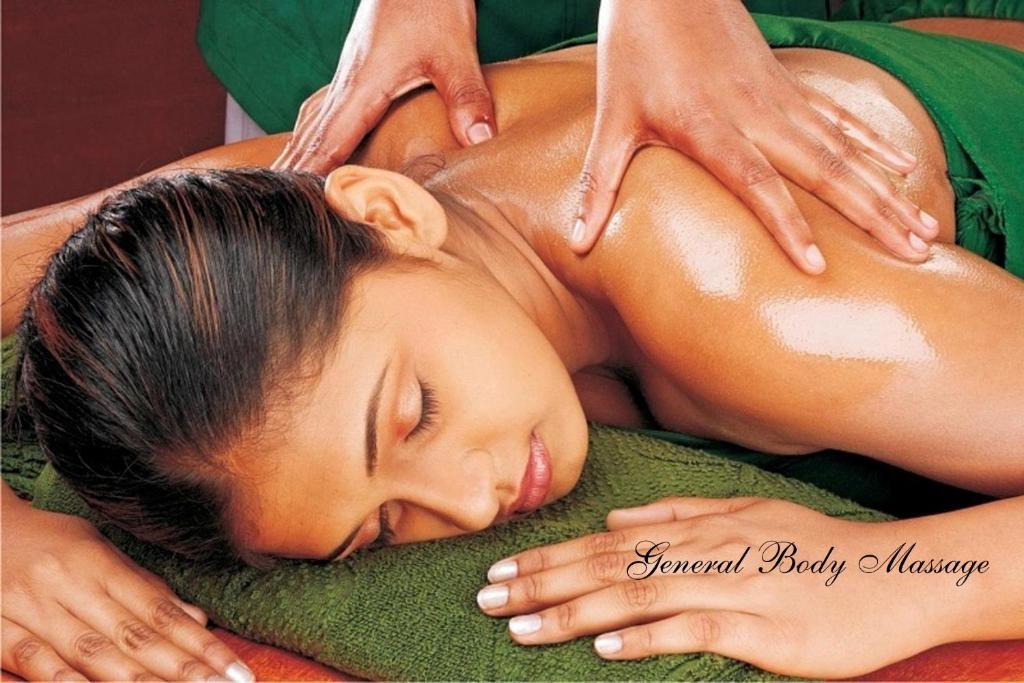 индийская девушка на массаже
