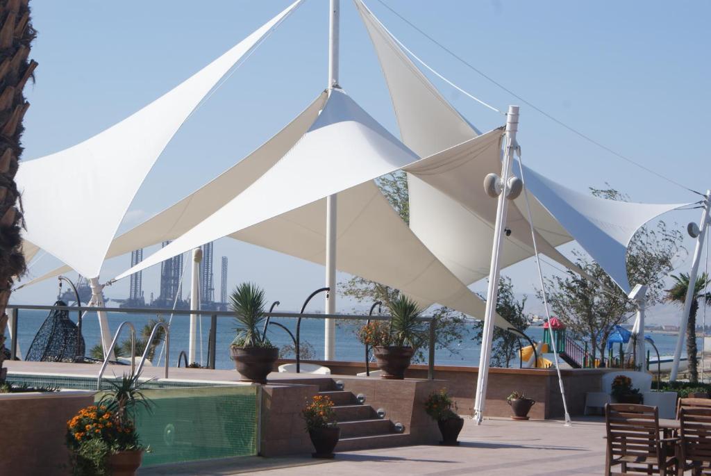 Курортный отель Crescent Beach, Баку, Азербайджан