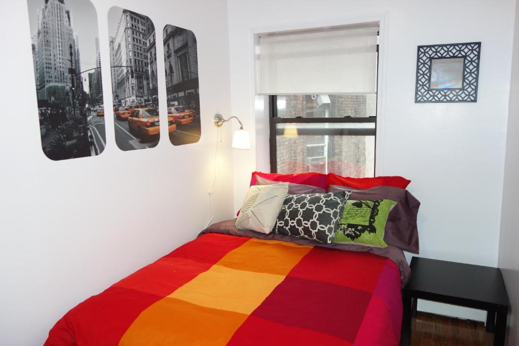 four bedroom apartment eldridge s usa new york. Black Bedroom Furniture Sets. Home Design Ideas