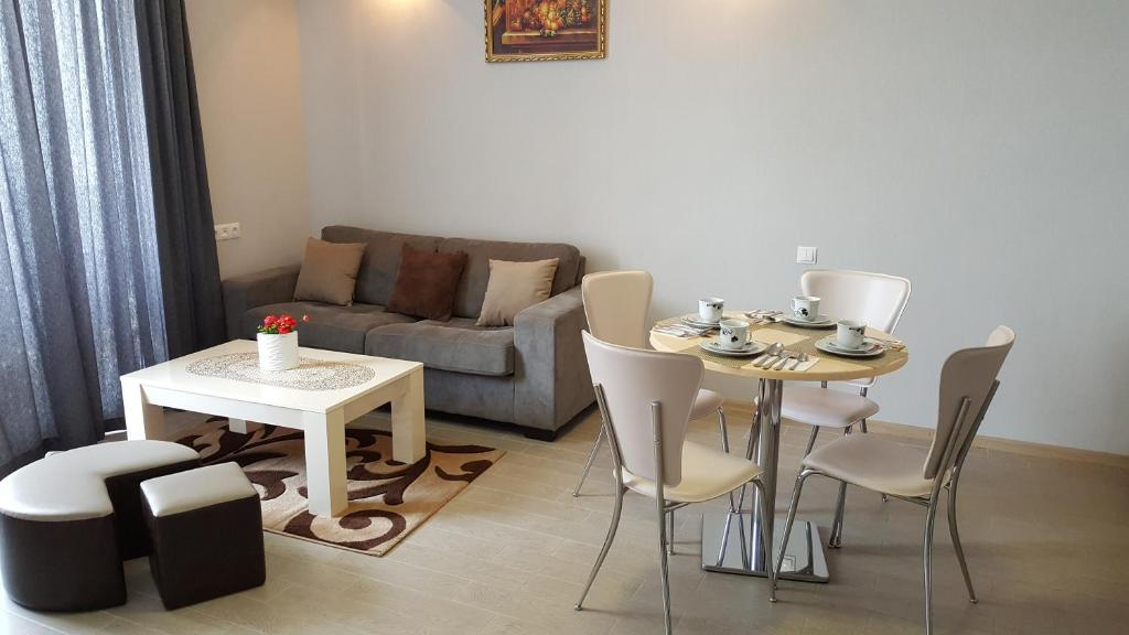 Апартаменты Химшиашвили 15а