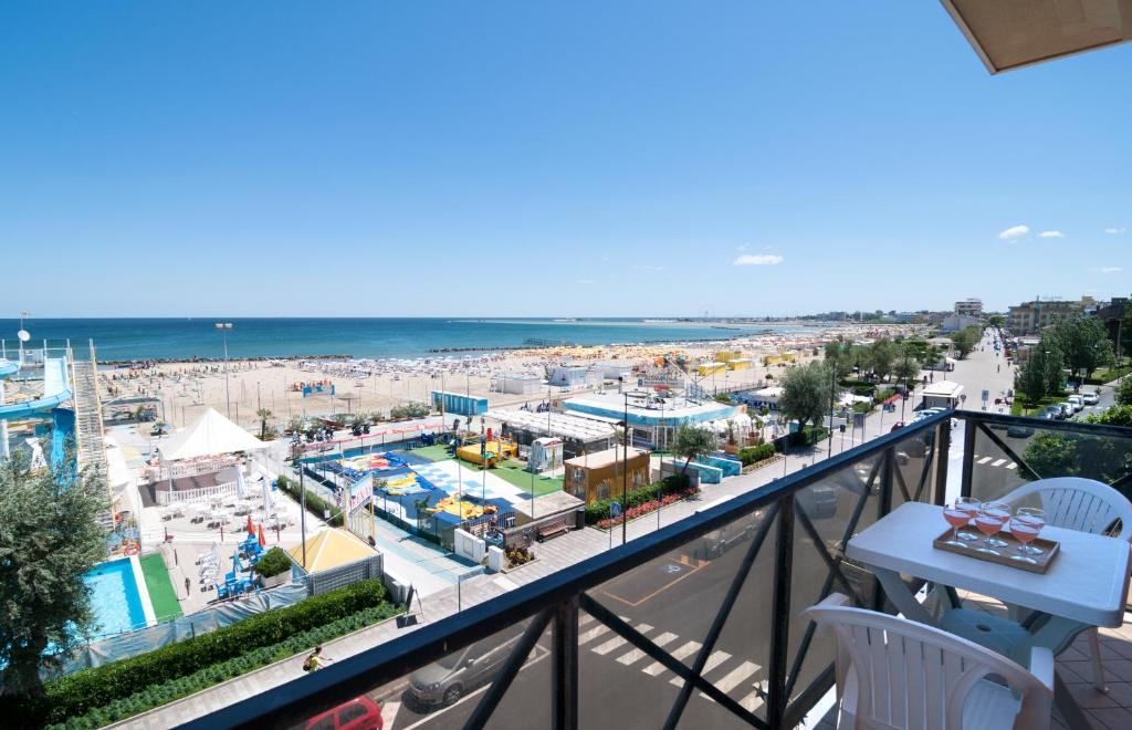 Residenza sol holiday italia rimini for Bagno 8 rivabella