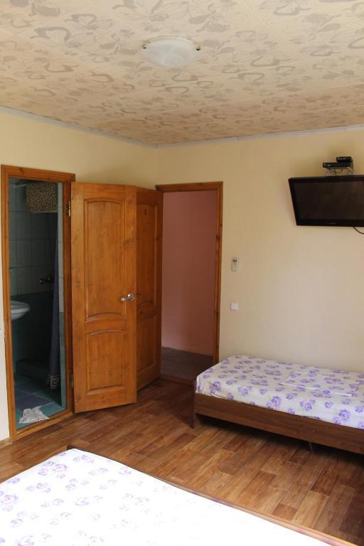Гостевой дом Цандрыпш на Чанба 7