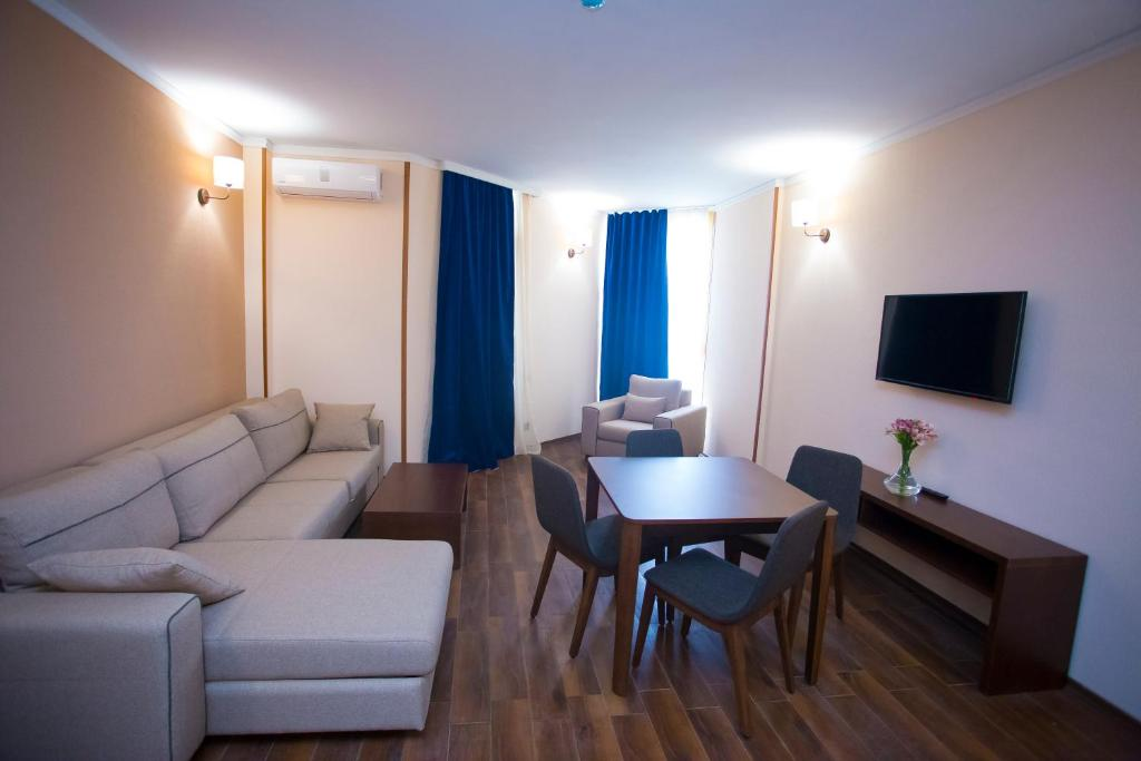 Отель Corner Inn