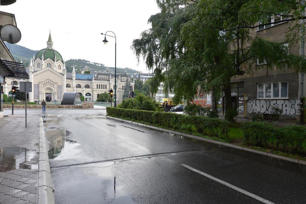 Festina Lente, Сараево, Босния и Герцеговина