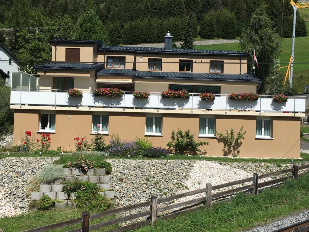 BnB Bellavista-Privatzimmer Andermatt, Андерматт, Швейцария