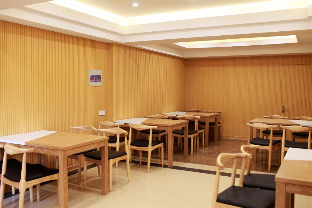 GreenTree Inn Shanghai Outlets National Convention Centre XuLe Road Shell Hotel, Кинпу, Китай