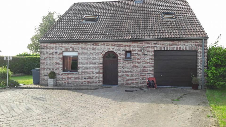 At the Villa, Турне, Бельгия