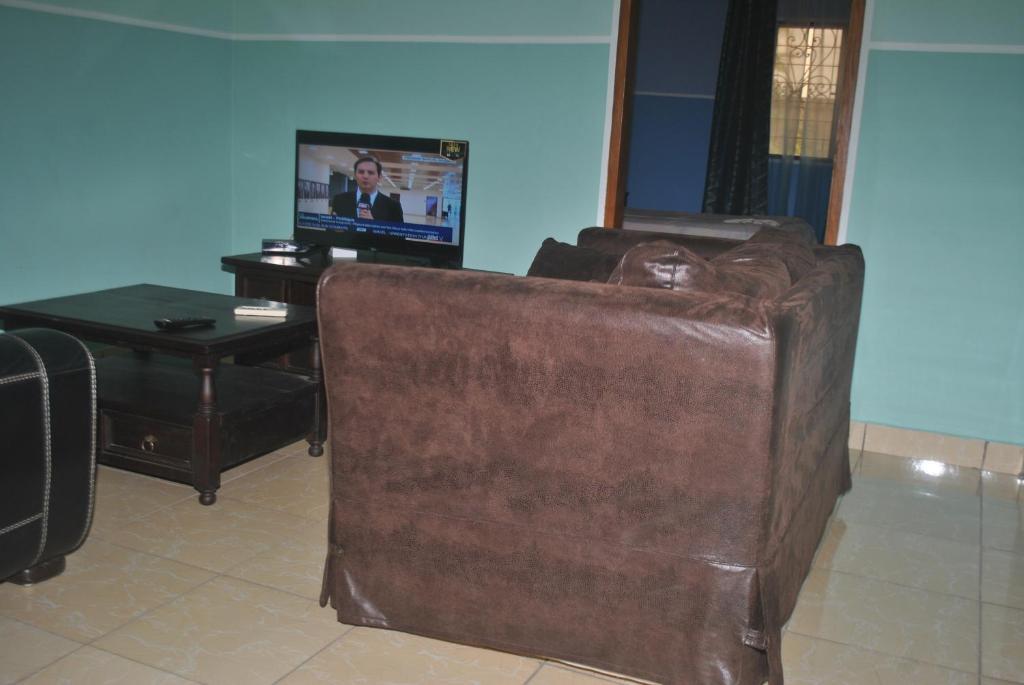 Coin des meubles kribi cameroon for Meuble tv yaounde
