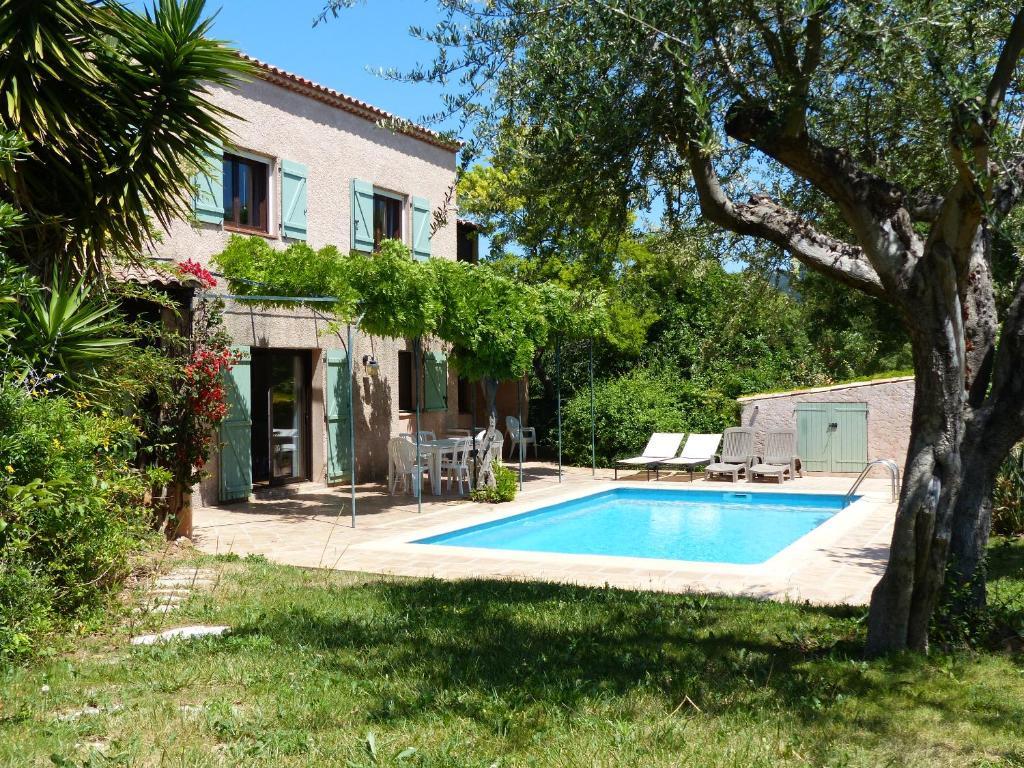Maison proven ale piscine et plages carqueiranne for Piscine carqueiranne