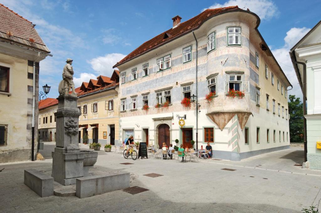 Vidicev Dvorec, Радовлица, Словения